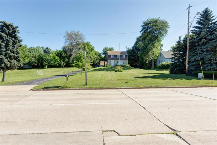 133 W College Ave, Oak Creek, WI 53154