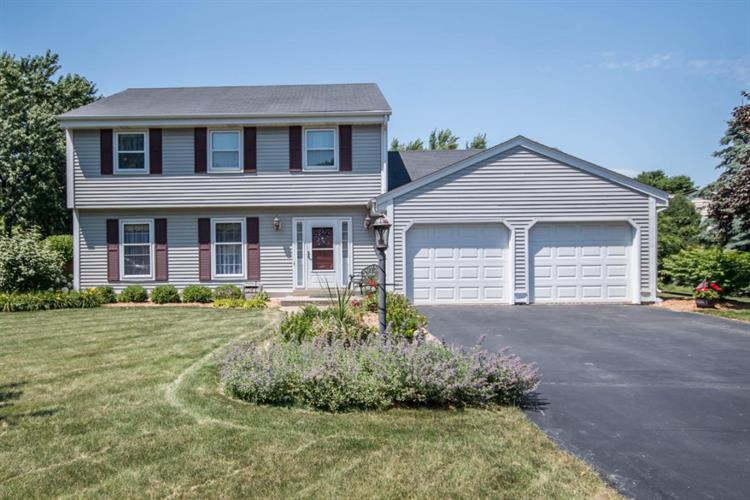 13750 W Pleasant View Dr, New Berlin, WI 53151