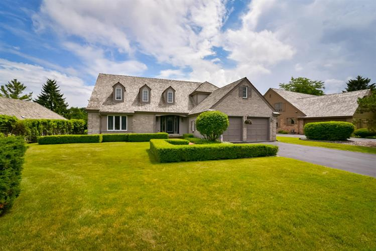 3731 W Fairway Heights Dr, Mequon, WI 53092