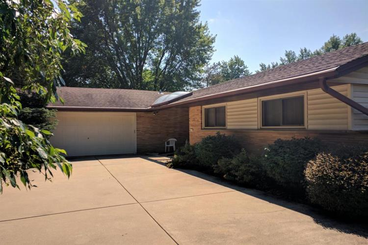 2347 S Green Links Dr, West Allis, WI 53227