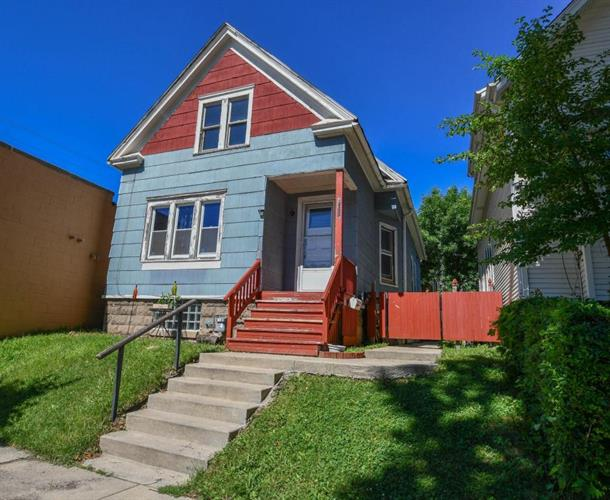 2208 S Austin St, Milwaukee, WI 53207