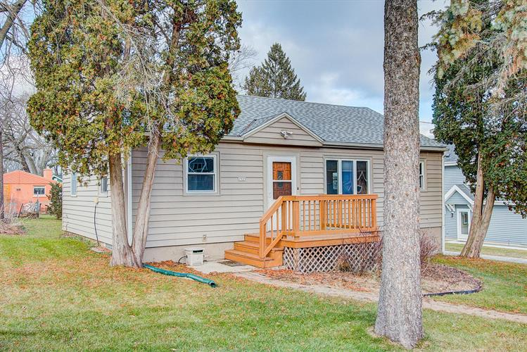 1525 3rd St, Delafield, WI 53018 - Image 1