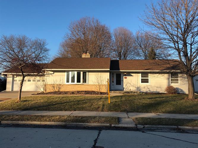 2222 Russell LN, Manitowoc, WI 54220 - Image 1
