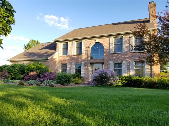 7827 W Rolling Field Dr, Mequon, WI 53097 - Image 1