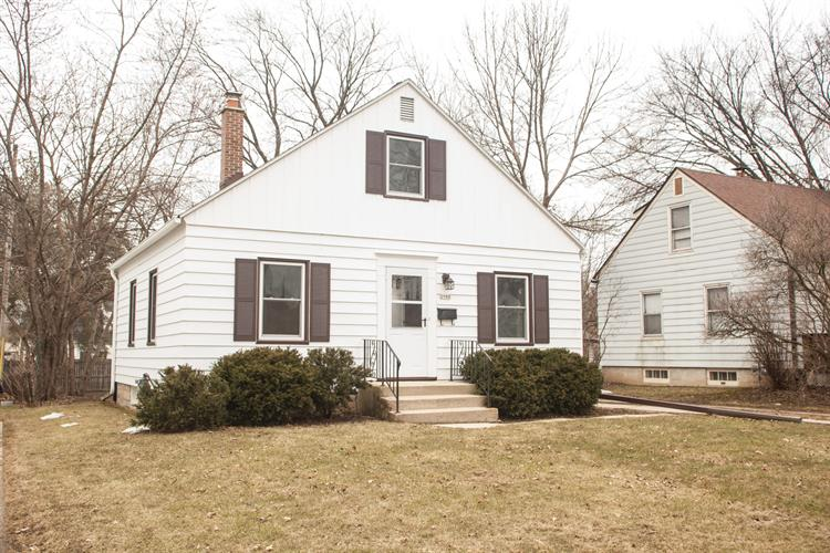 Incredible 2980 S 55Th St Milwaukee Wi 53219 For Sale Mls 1627851 Weichert Com Home Interior And Landscaping Palasignezvosmurscom