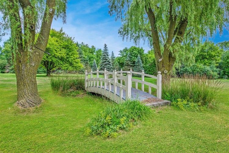 2515 W Fairy Chasm Rd, River Hills, WI 53217 - Image 1