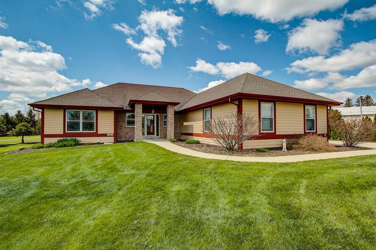 651 Hunters Crossing Ct, Slinger, WI 53086 - Image 1