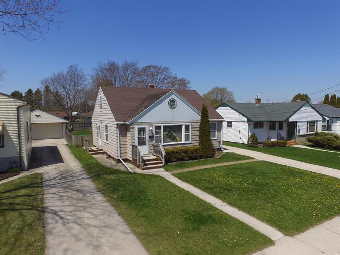 720 Lowell st, Two Rivers, WI 54241 - Image 1