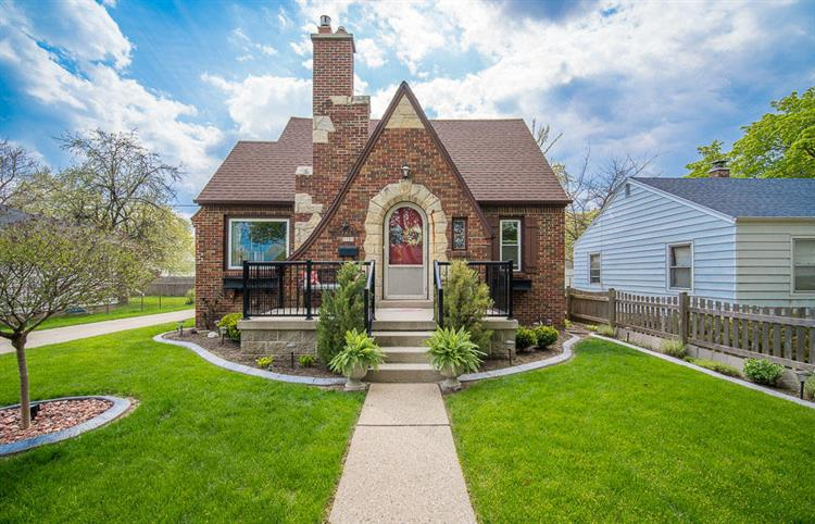3309 S Dayfield Ave, Milwaukee, WI 53207 - Image 1