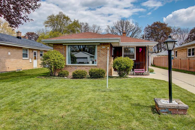 4120 N 97th St, Wauwatosa, WI 53222 - Image 1