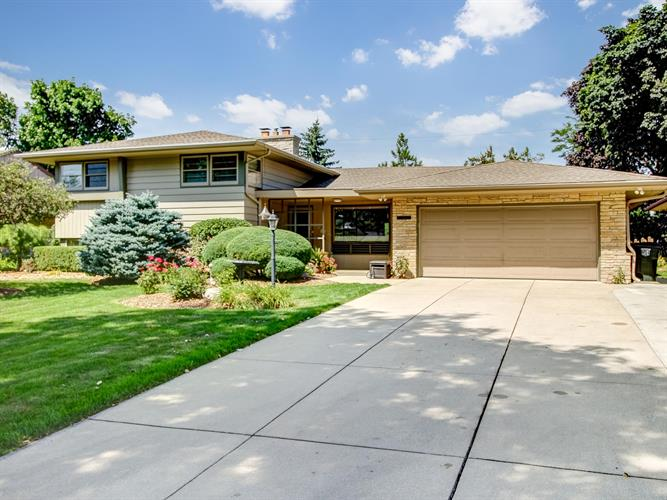 7504 W Wisconsin Ave, Wauwatosa, WI 53213 - Image 1