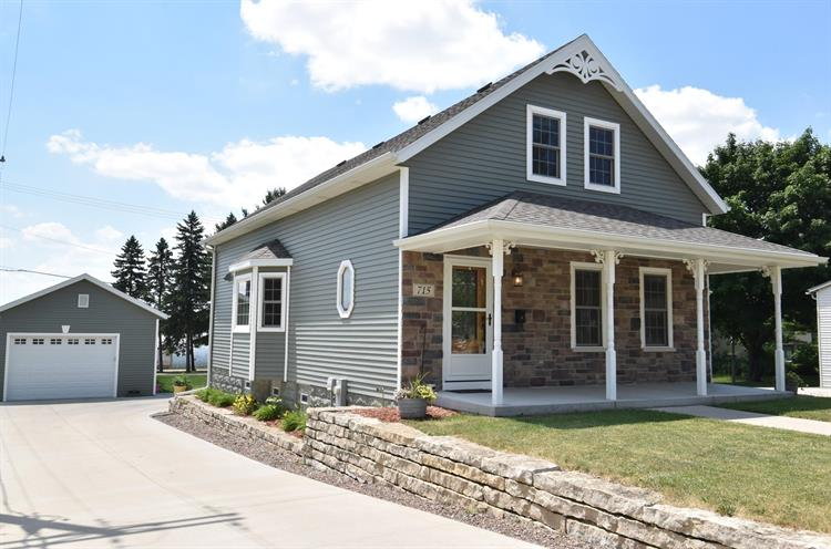 715 Union St, Hartford, WI 53027 - Image 1