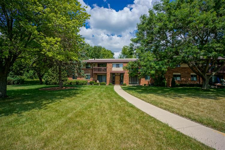 327 Park Hill Dr, Pewaukee, WI 53072 - Image 1