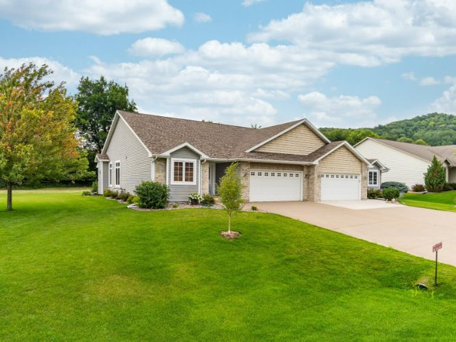 W5428 Timber Creek Trl, La Crosse, WI 54601 - Image 1
