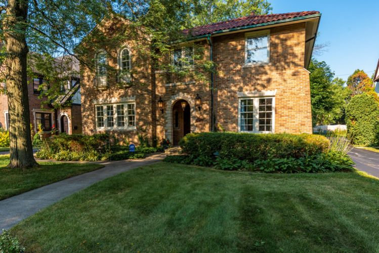 3481 N Lake Dr, Milwaukee, WI 53211 - Image 1