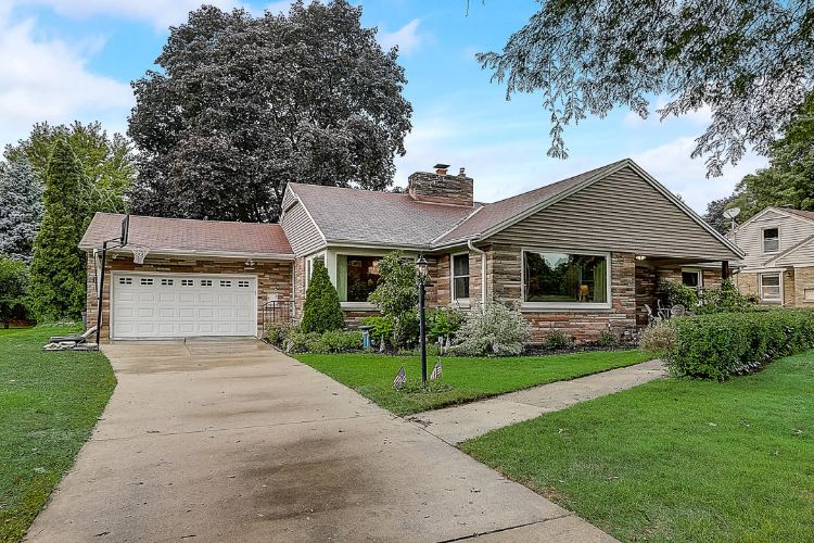 2825 N Colonial Dr, Milwaukee, WI 53222 - Image 1