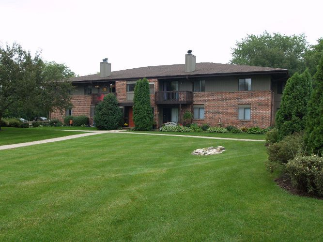358 Park Hill Dr, Pewaukee, WI 53072 - Image 1