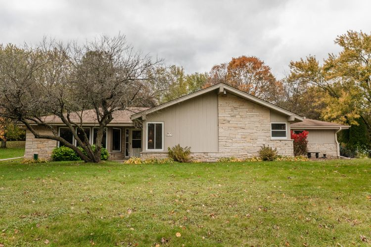 N49W27615 S Willow Creek Dr, Pewaukee, WI 53072 - Image 1