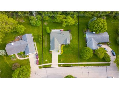 453 Leanore Ct , Pewaukee, WI