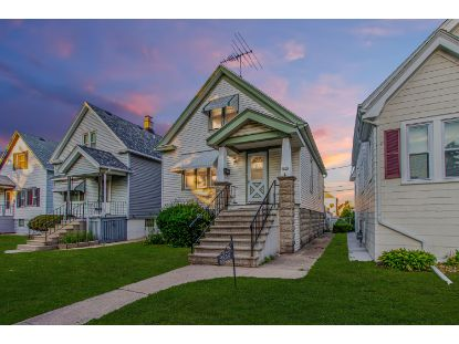 2858 S 9th St  Milwaukee, WI MLS# 1700864