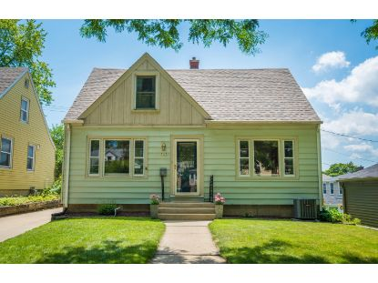 7927 Livingston Ave  Wauwatosa, WI MLS# 1700887