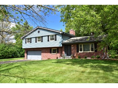 10062 N Sunnycrest Cr  Mequon, WI MLS# 1701675