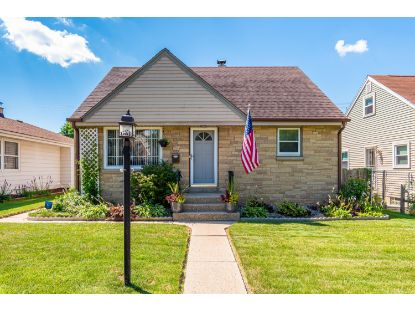 7721 W Keefe AVE  Milwaukee, WI MLS# 1701738