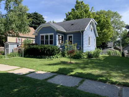 231 Edgewood Ln  West Bend, WI MLS# 1701803