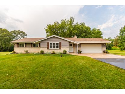 8402 W Hillview Dr  Mequon, WI MLS# 1706431