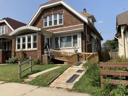 2210 W Lincoln Ave  Milwaukee, WI MLS# 1708077