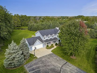 838 Wildwood Ln  Cedarburg, WI MLS# 1710006