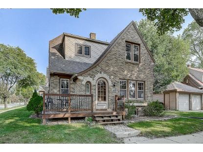6931 W Bluemound Rd  Wauwatosa, WI MLS# 1711546