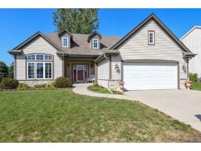 3814 Valley Creek Dr  Waukesha, WI MLS# 1711701
