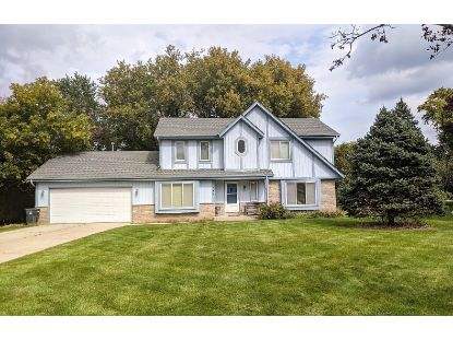 389 Cheshire Ct  Pewaukee, WI MLS# 1712172