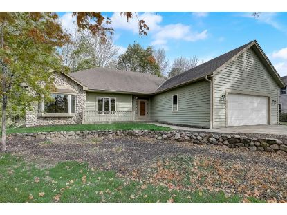 W226N7460 Woodland Creek Dr  Sussex, WI MLS# 1713742