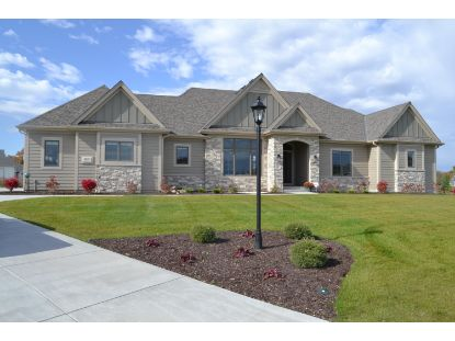 6157 S Grouse Hollow CT  New Berlin, WI MLS# 1714867