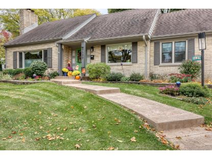 9609 Ridge Blvd  Milwaukee, WI MLS# 1716314