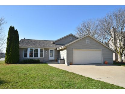 601 Woodberry Ct  Pewaukee, WI MLS# 1717656