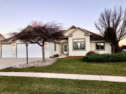 967 Spring Waters Dr  Oconomowoc, WI MLS# 1720519