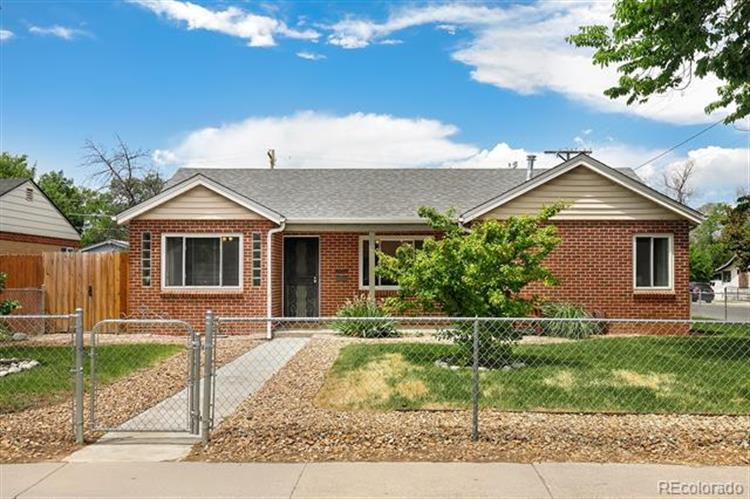 1695 Oakland Street, Aurora, CO 80010