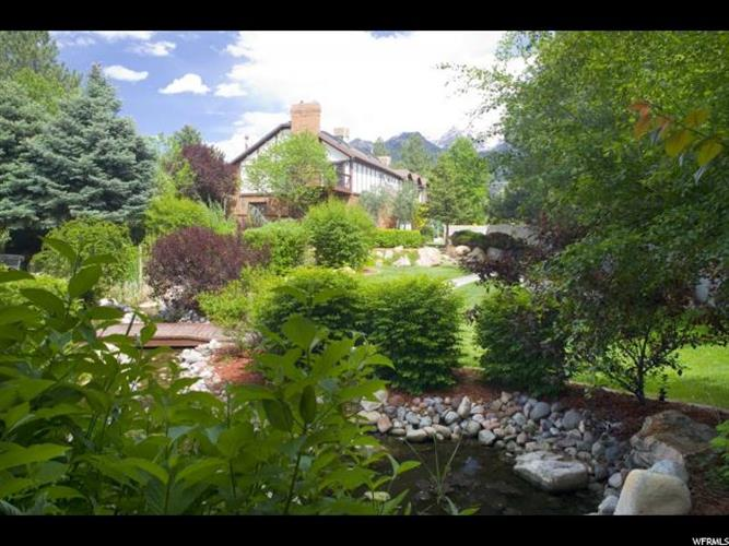 8072 S HIGHLAND DR, Cottonwood Heights, UT 84121