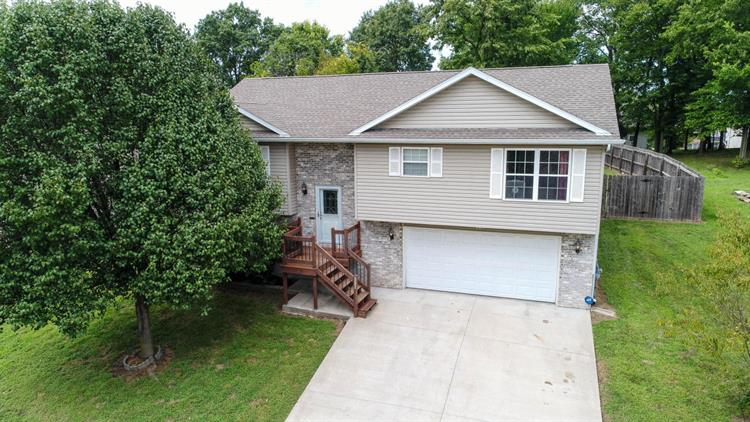 207 WHITETAIL DR, Columbia, MO 65202