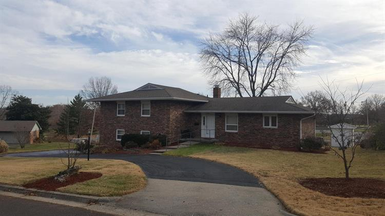2228 COUNTRY LN, Columbia, MO 65201