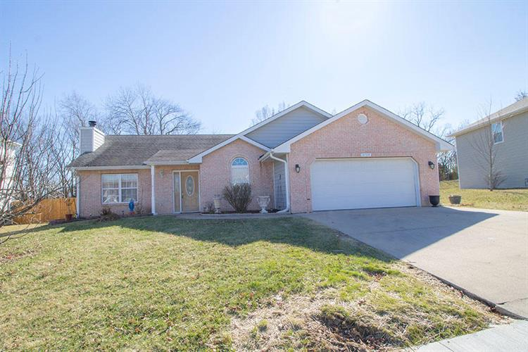 4704 SUSSEX DR, Columbia, MO 65203