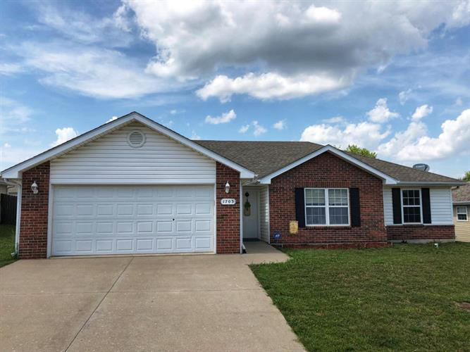 1703 NATIVE DANCER DR, Columbia, MO 65202