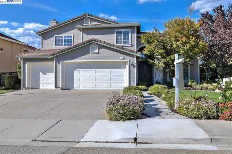 148 Woodland Valley Dr, San Ramon, CA 94582
