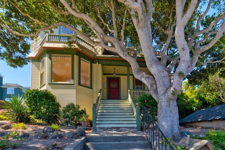 483 Laurel Avenue, Pacific Grove, CA 93950