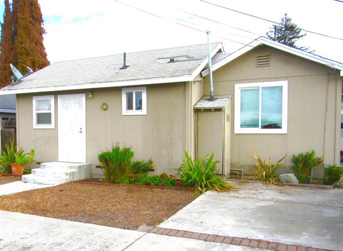 694 Central Avenue, Hollister, CA 95023