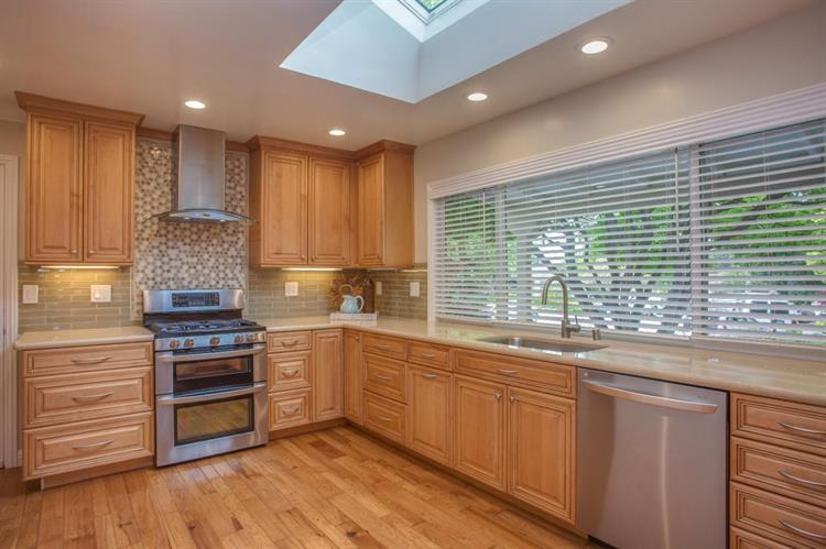 1450 Highland View Court, Los Altos, CA 94024