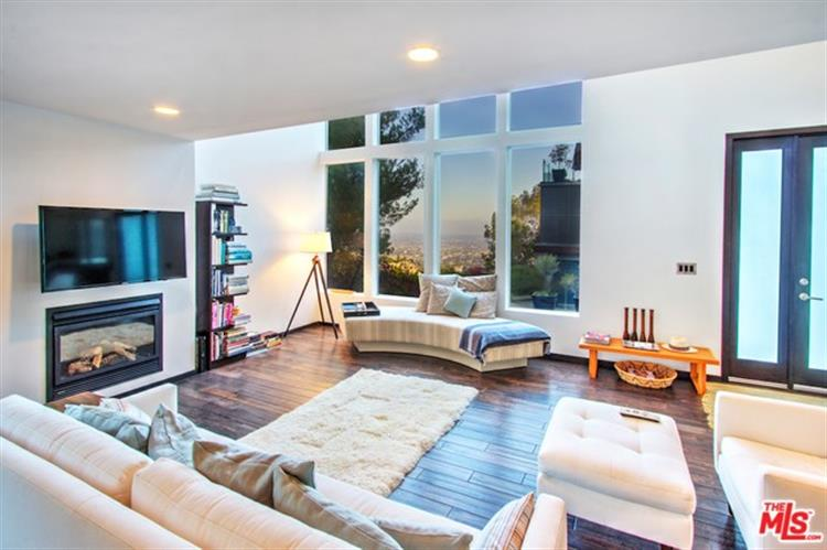 9324 WARBLER Way, Los Angeles, CA 90069